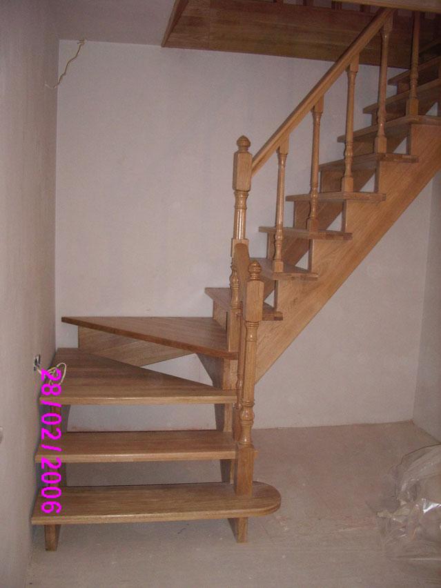 Как сделать лестницу на второй этаж с левым поворотом